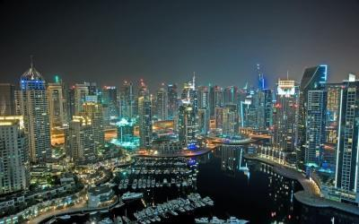 Hoteles en Dubai. View of the Palm Jumeirah at night